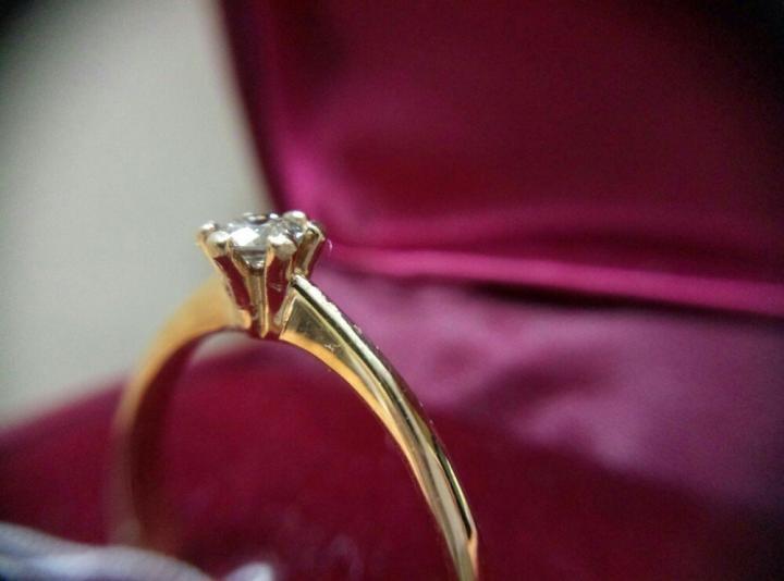 Кольцо с бриллиантом 0. 18 карата  8118bf08aa514
